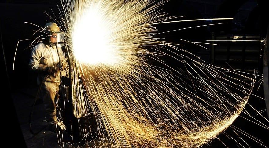 Trabajador del acero en Qingdao, China