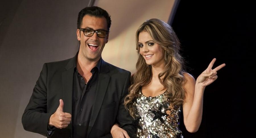 Humberto 'el Gato' Rodríguez y Vaneza Peláez, presentadores.