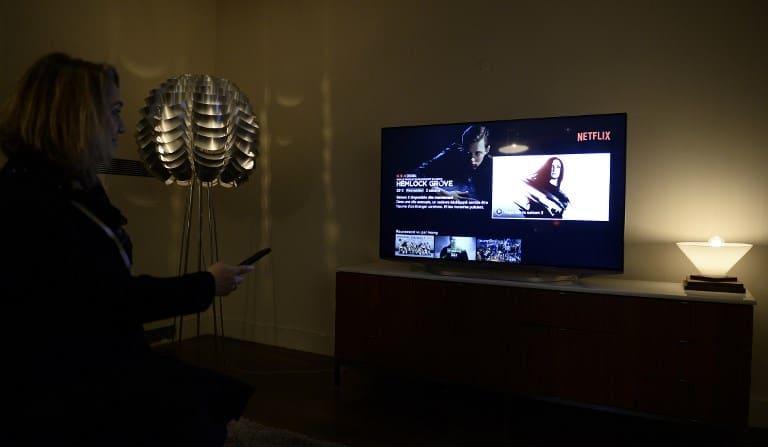 Mujer viendo Netflix