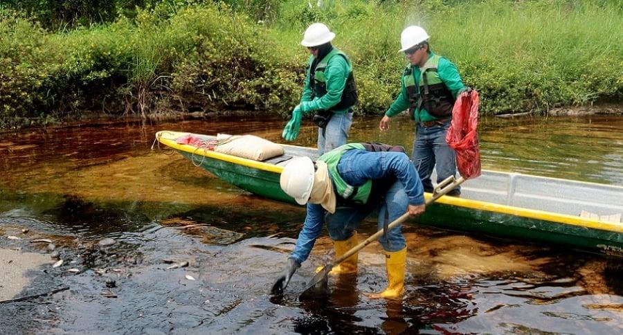 Detectan nuevo hueco en afloramiento de crudo que causó desastre en Colombia