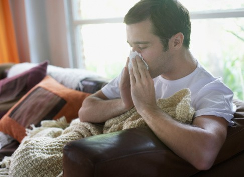 Hombre con gripa