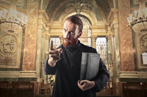 Sacerdote - Ilustración