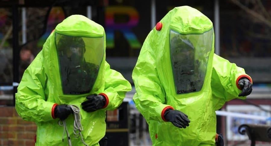 Agentes en el lugar del envenenamiento del exespía ruso, el pasado 4 de marzo