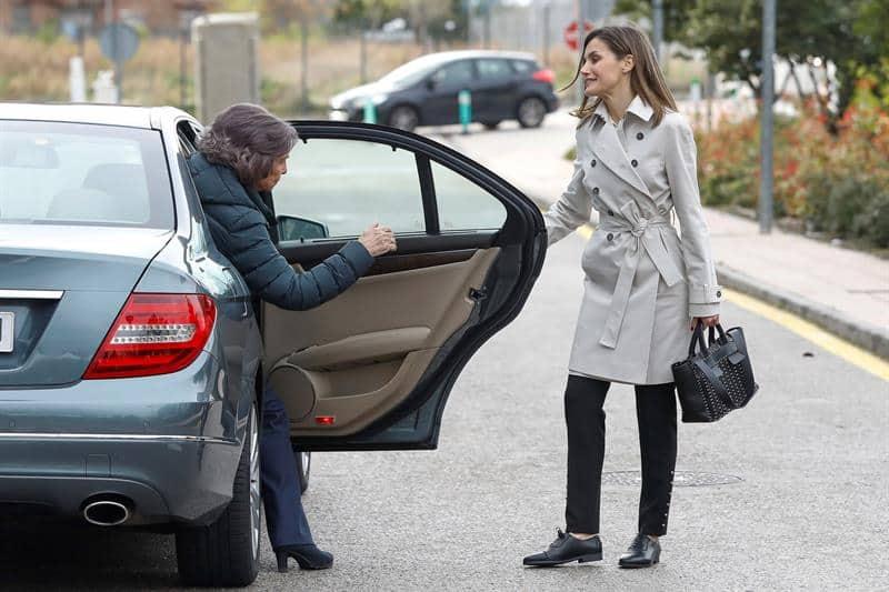 Las reinas de España a su llegada al hospital