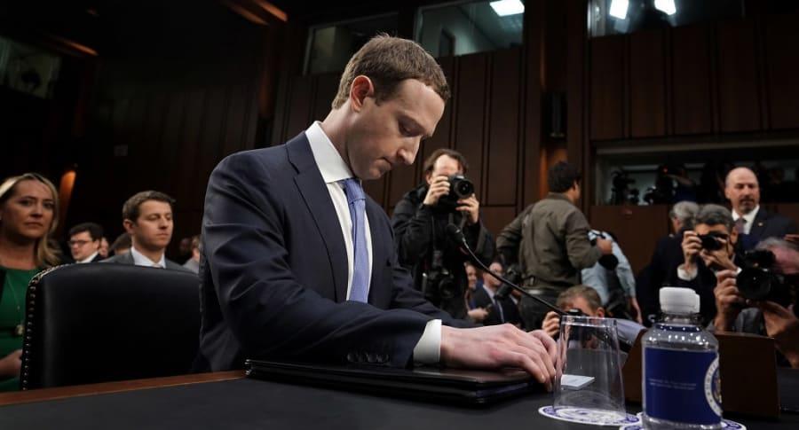 Mark Zuckerberg en el Senado