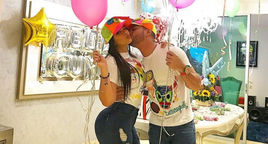 Ely Rodas, periodista, y su pareja 'Twister, el rey', cantante.