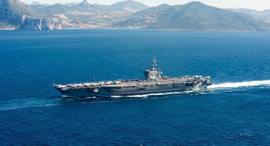 Portaaviones estadounidense en el mar Mediterráneo
