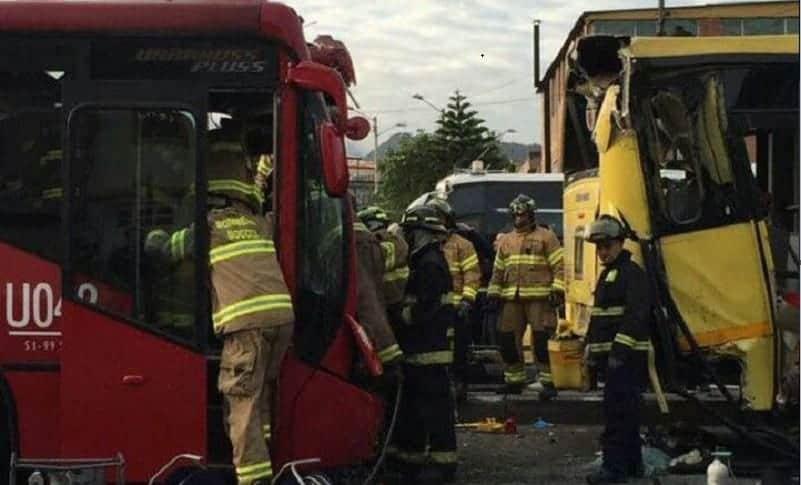 Choque entre buses de Transmilenio