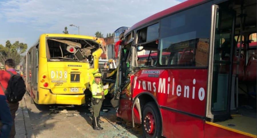Accidente entre dos buses de Transmilenio