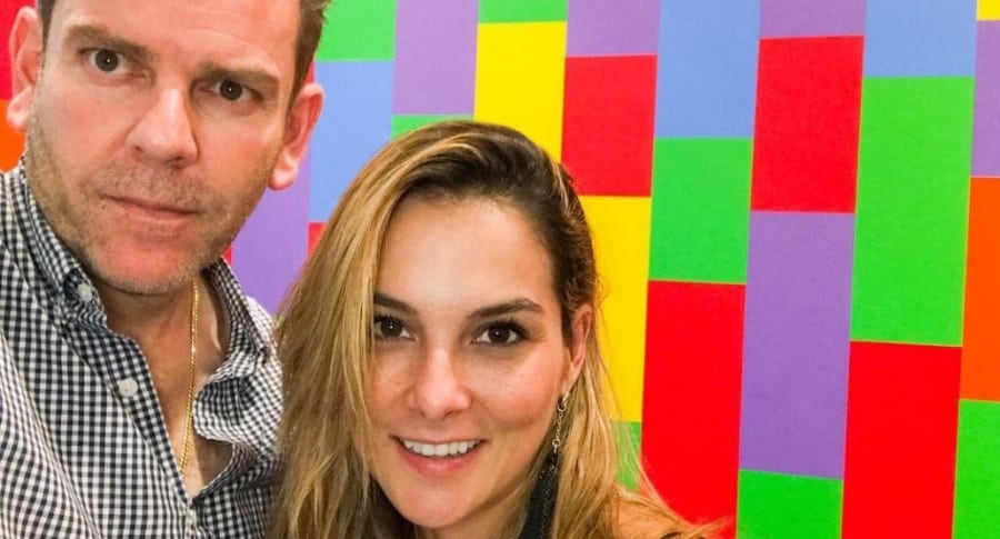 Catalina Gómez, presentadora, con su esposo Juan Esteban Sampedro, gerente de Caracol.