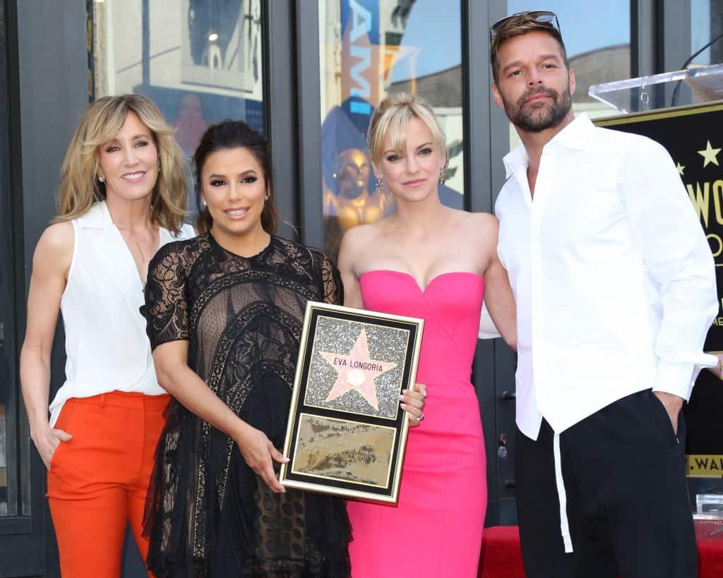Felicity Huffman, Eva Longoria, Anna Faris y Ricky Martin