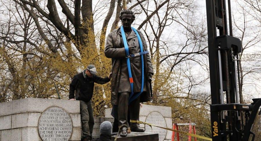 Estatua de  J. Marion Sims retirada del Central Park