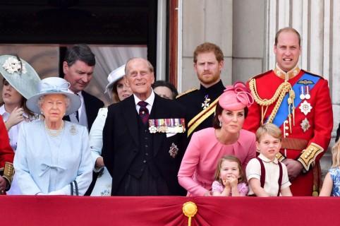 Reina Isabel II, Príncipe Philip, duque de Edinburgh, Príncipe Harry, Kate, duqeusa de Cambridge, Príncipe William, Duque de Cambridge, Princesa Charlotte de Cambridge, Príncipe George de Cambridge