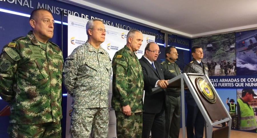 Ministro de Defensa y cúpula Militar.