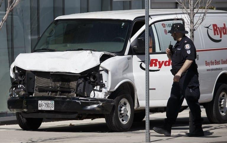 Camioneta atropella a peatones en Toronto