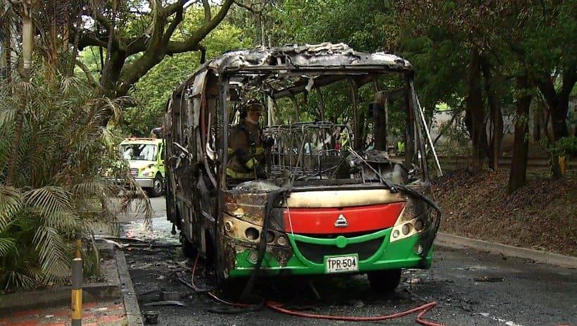 Bus incinerado en Medellín