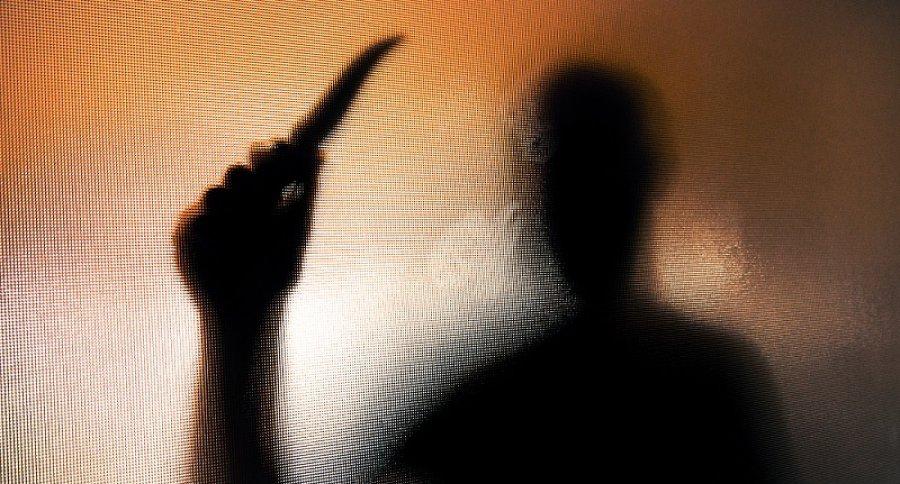 Sombra de hombre con cuchillo