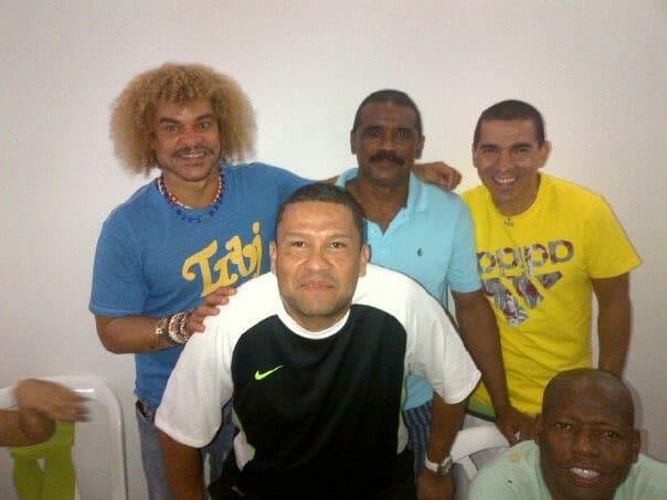 Wilson José Jaramillo Torrenegra junto a jugadores de la Selección Colombia de los 90.