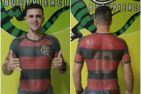 tHincha de Flamengo se tatúa camiseta del equipo.