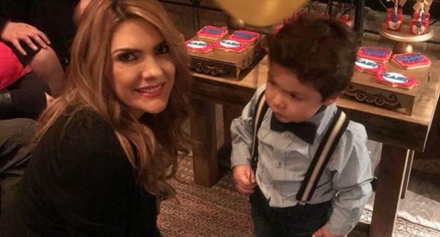 Ana Karina Soto, presentadora, con su hijo Dante Aguilar.