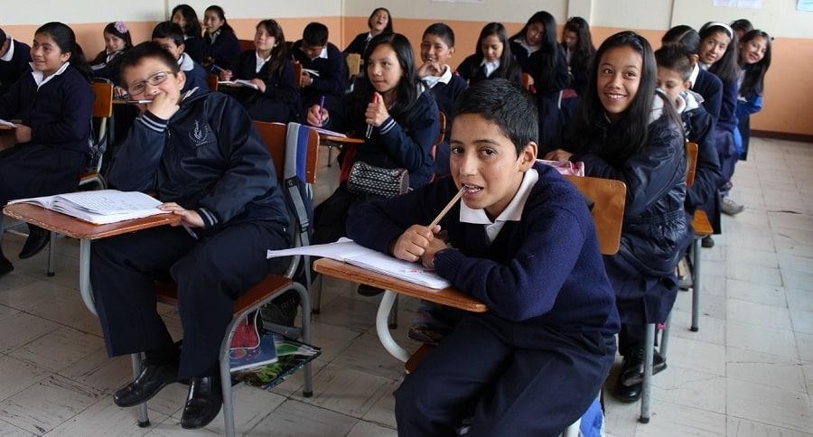 Estudiantes en salón de clase