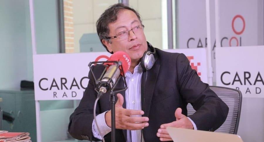 Gustavo Petro en Caracol Radio