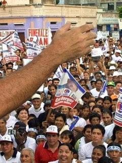 Político en plaza pública