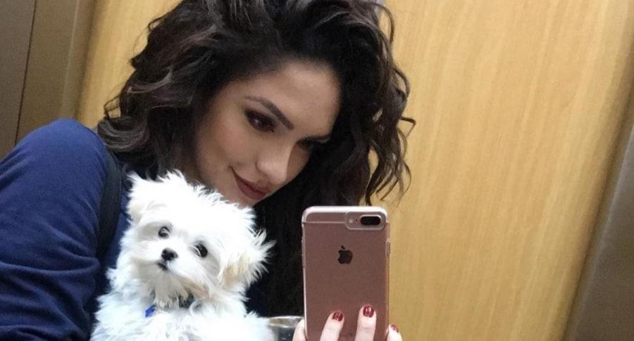 Kimberly Reyes, actriz, con su perro Valentino.