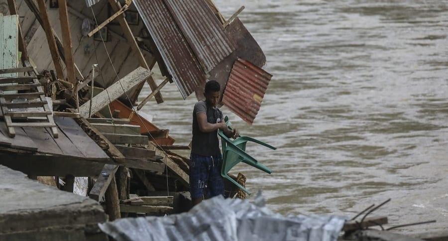 Campesino en el río Cauca