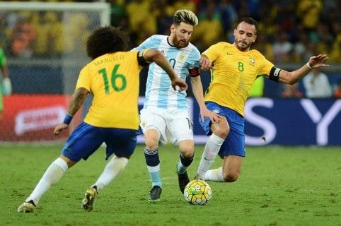 Messi frente a Selección Brasil