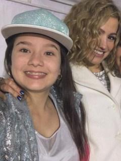 Fanny Lu, cantante, con las exparticipantes de 'La voz kids' Tatiana 'baby flow' e Isabella.