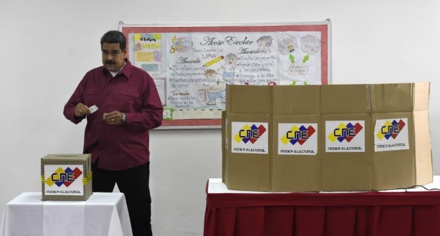 Nicolás Maduro , presidente de Venezuela, votando para su reelección