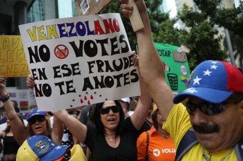 Venezolanos en Miami rechazan elecciones en su país
