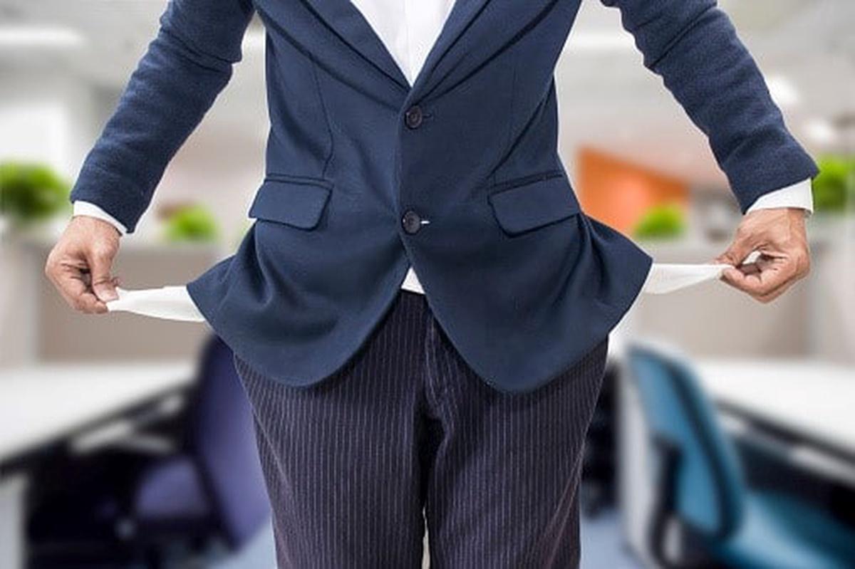 pantalon con bolsillos por fuera