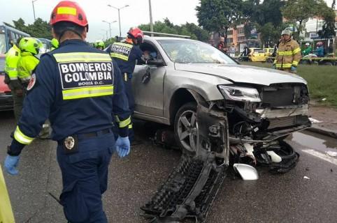 Camioneta Audi con la que ocasionaron los múltiples choques
