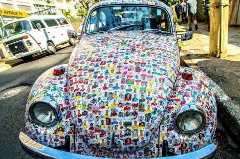 Carro 'decorado' con 'monas' del Mundial