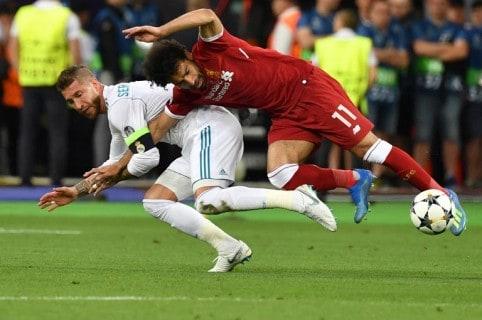 Mohamed Salah tras lesionarse en la final de la Champions