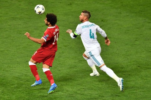 Mohamed Salah y Sergio Ramos en la final de la Champions League