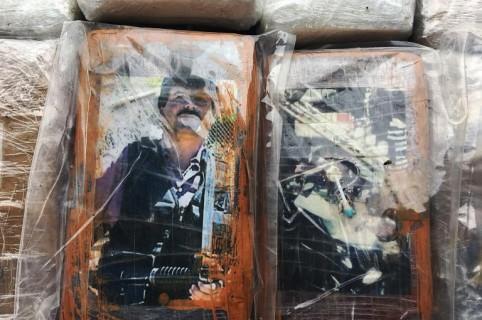 La carga de cocaína con fotos de 'El Chapo' y Pablo Escobar