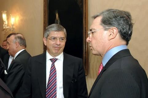 César Gaviria y Alvaro Uribe