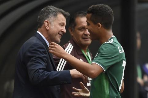 Juan Carlos Osorio y Giovani Dos Santos