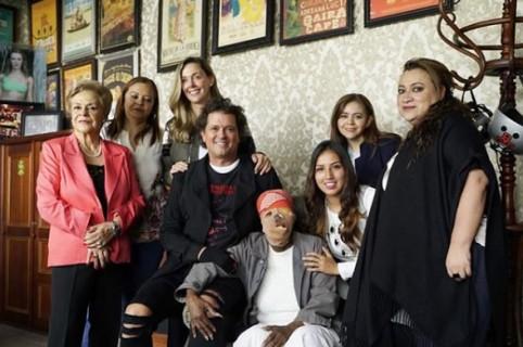 Carlos Vives visita a Consuelo Córdoba