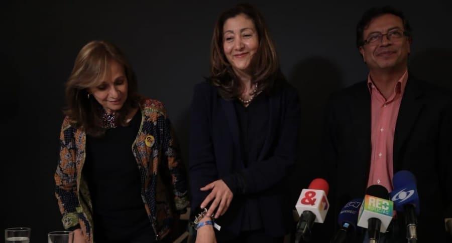 Ángela María Robledo, Ingrid Betancourt y Gustavo Petro