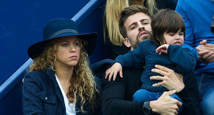 Shakira y Gerard Piqué con su hijo mayor Milan.