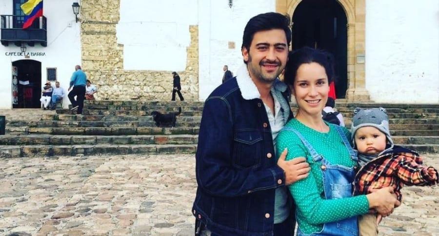 Los Actores Variel Sanchez Y Estefania Godoy Con Su Hijo Valentin