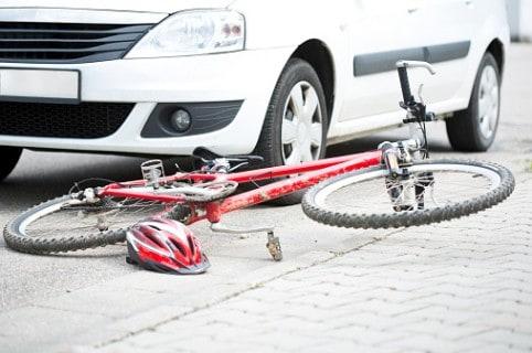 Accidente de carro con bicicleta