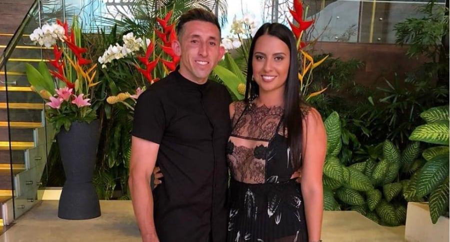 Héctor Herrera y esposa