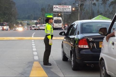 Policía Tránsito, via