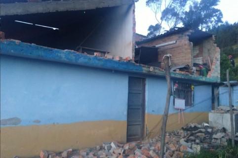 Vivienda colpsada por sismo