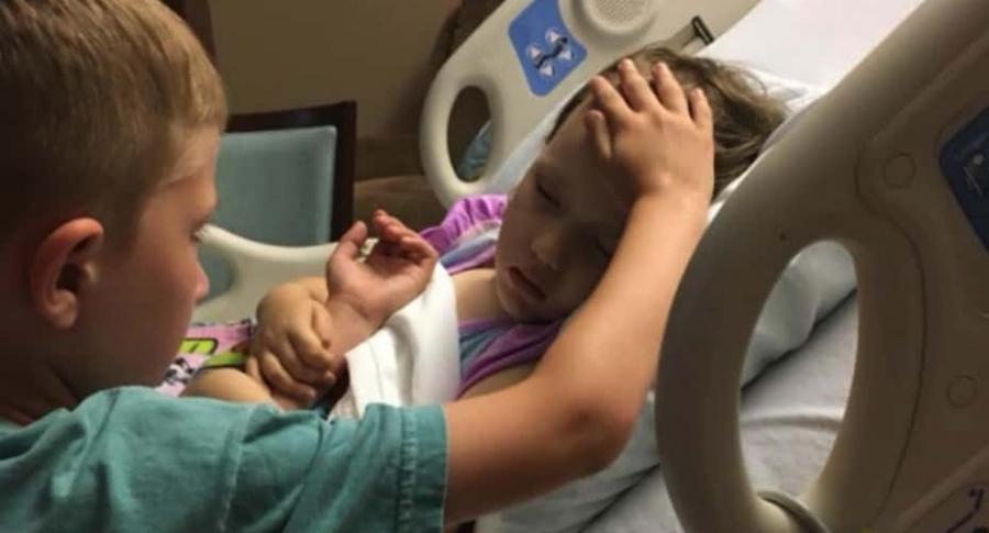 Niño se despide de su hermanita con cáncer.